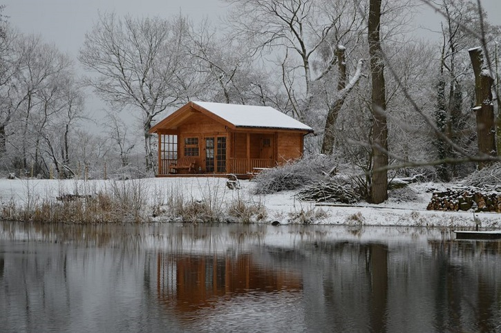 Acorn Glade: Bluebell Log Cabin Winter